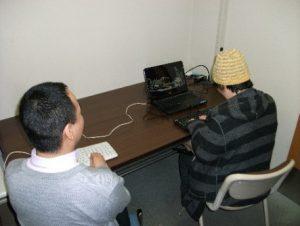 教室の写真、講師と受講者が1対1で教室を進める